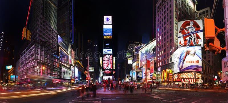 Times Square por noche imagen de archivo
