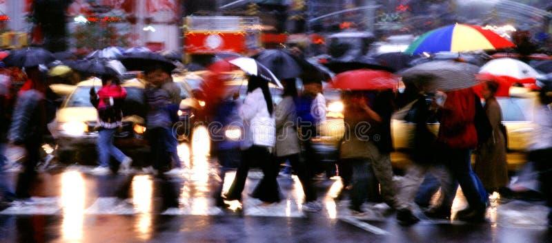 Times Square-Regen-Panorama stockfotos