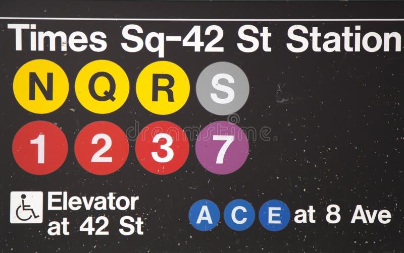 Times Square 42 St staci metru wejście w NYC obrazy royalty free
