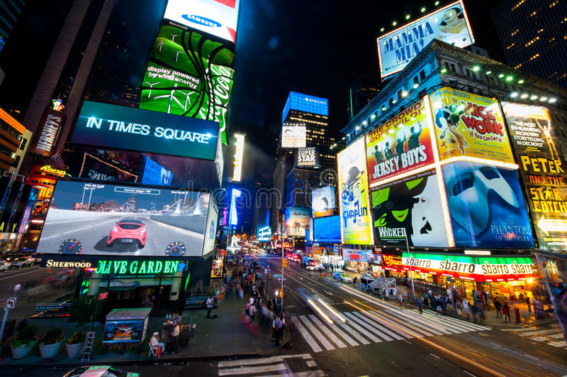 Times Square y broadway imagen de archivo