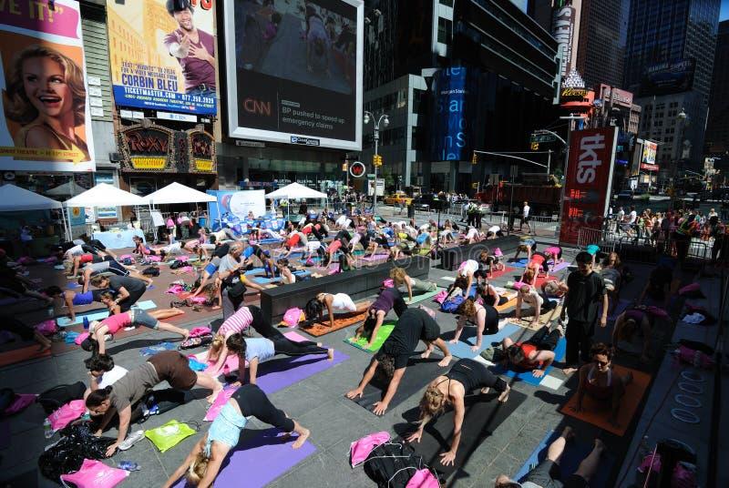 Times Square-Yoga lizenzfreie stockfotografie