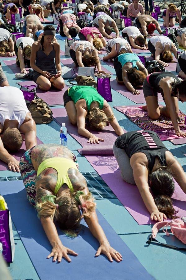 Times Square-Yoga-Kategorie lizenzfreie stockbilder