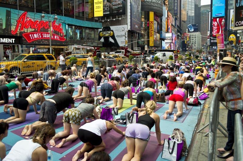 Times Square-Yoga-Kategorie lizenzfreie stockfotos