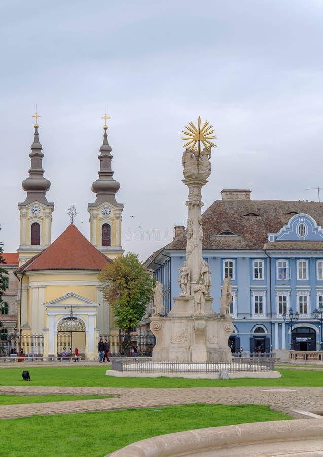 TIMISOARA RUMÄNIEN - 15 OKTOBER, detalj 2016 av statyn för helig Treenighet på fyrkantig union och den serbOrtodox kyrkan royaltyfri foto