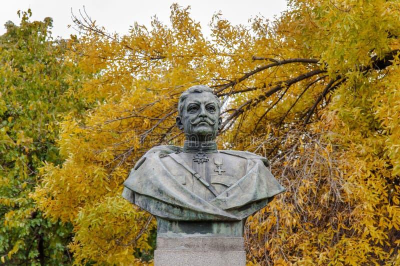 TIMISOARA RUMÄNIEN - OKTOBER 15, 2016 rumänsk monument för general Nicolae Grigorescu i Timisoara arkivfoton