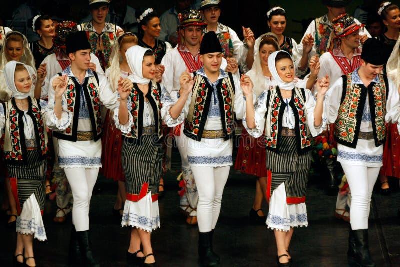 TIMISOARA RUMÄNIEN 12 10 2014 rumänska folkloredansare royaltyfri fotografi