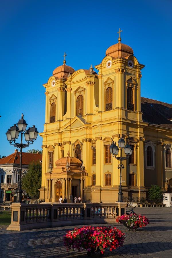 Timisoara, Rumunia, Piata Unirii zjednoczenia kwadrat z Katolicką kopułą - zdjęcia royalty free