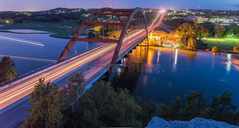 Timme Austin, Texas, USA för 360 Pennybacker broblått arkivfoton