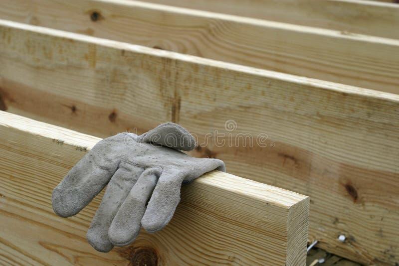 Download Timmerhout en Handschoen stock afbeelding. Afbeelding bestaande uit handschoen - 276733