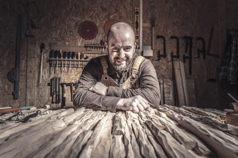Timmerman In Workshop stock foto