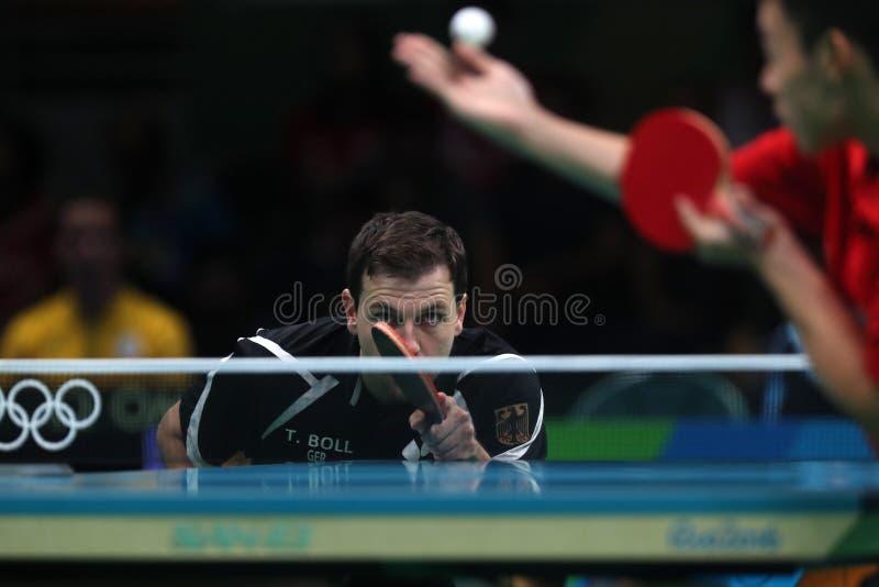 Timo Boll que joga o tênis de mesa nos Jogos Olímpicos no Rio 2016 imagens de stock