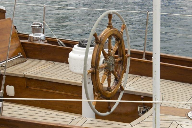 Timone della barca a vela fotografie stock libere da diritti