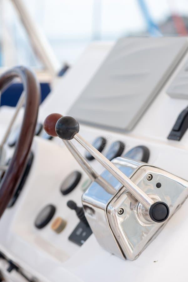 Timone e pannello della barca immagini stock libere da diritti