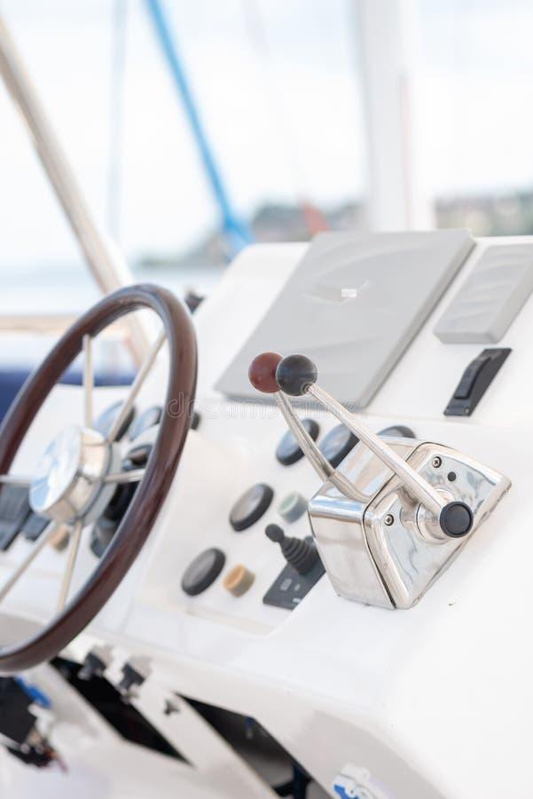 Timone e pannello della barca fotografia stock libera da diritti