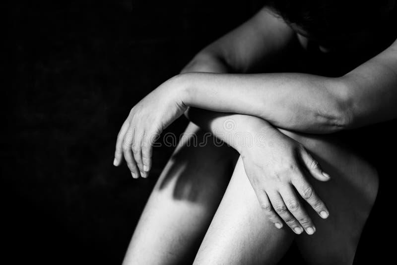 Timore, solitudine, depressione, abuso, dipendenza fotografia stock