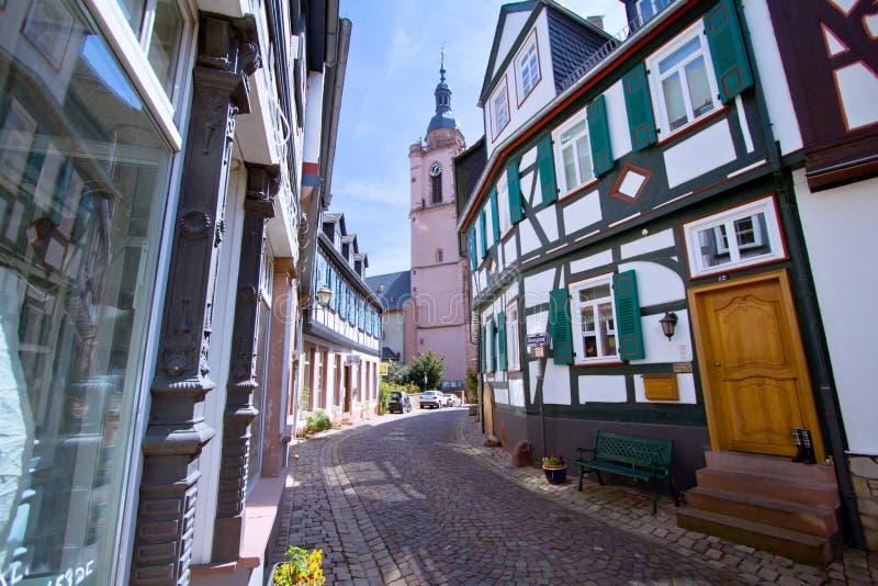 timrad medeltida gata för half hus arkivbild