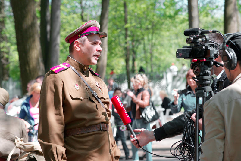 Timur Cherepnin donne une entrevue photographie stock libre de droits