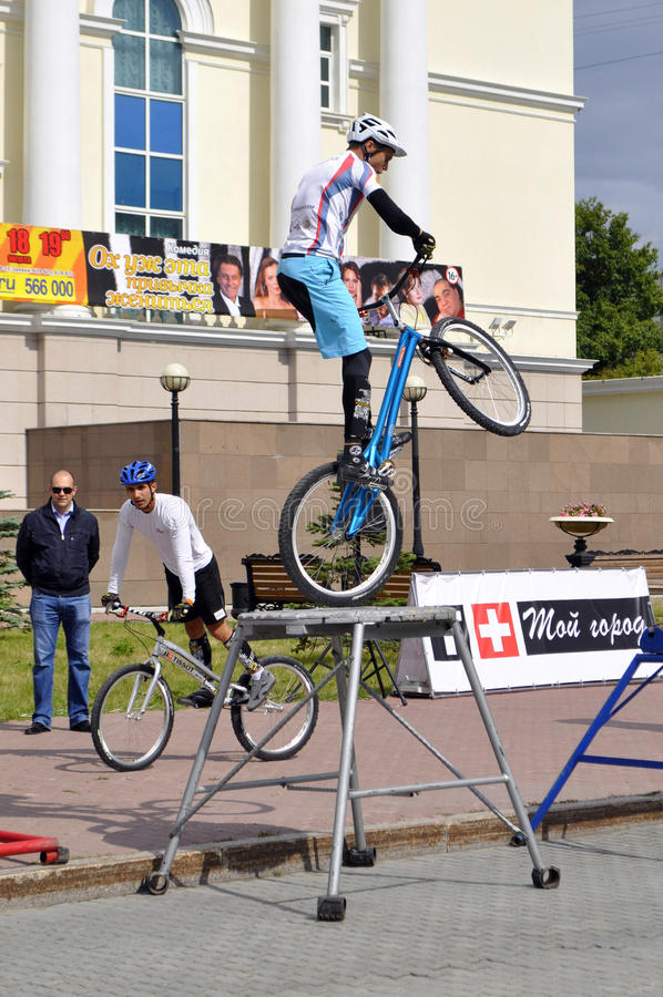 Timur Ibragimov and Mikhail Sukhanov's performance, champions of. Russia on a cycle trial. City Day of Tyumen on July 26, 2014 stock image
