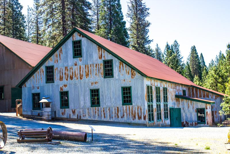 Tin Mining Operation Building ondulato immagine stock