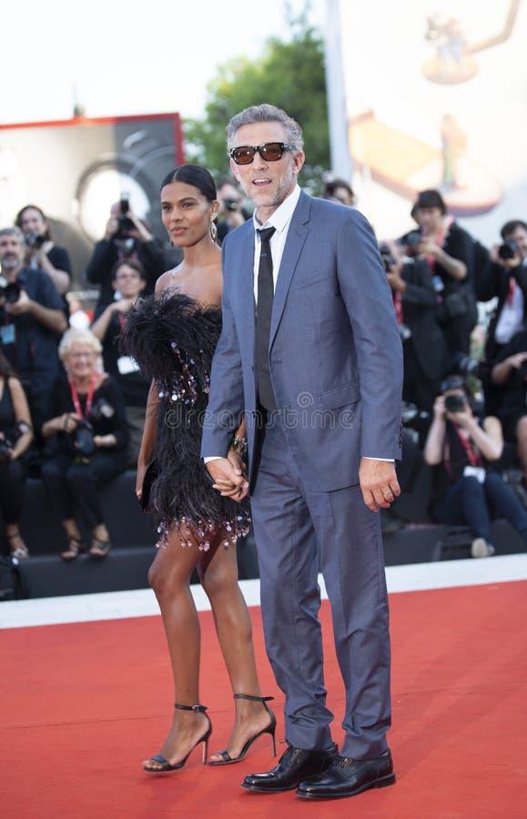 Tina Kunakey et Vincent Cassel image stock