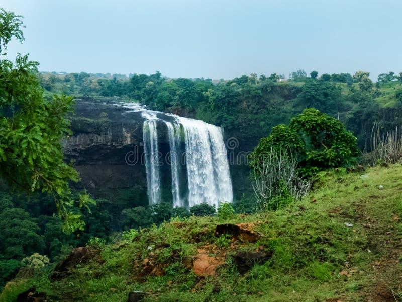 Tincha vattenNedgång-vatten nedgångar av Indien royaltyfria foton