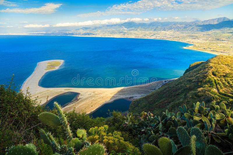 Tindari и пляж Marinello стоковые изображения