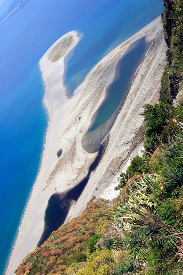 tindari пляжа стоковое изображение rf
