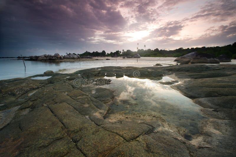 tinggi för tanjung för belitungindonesia soluppgång fotografering för bildbyråer