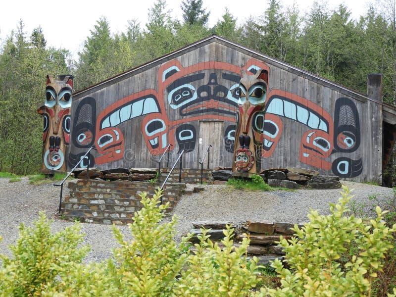 Tingit氏族议院在Ketchikan阿拉斯加附近的Saxman村庄 免版税库存图片