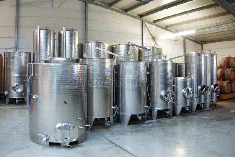 Tini dell'acciaio inossidabile di fermentazione immagine stock libera da diritti
