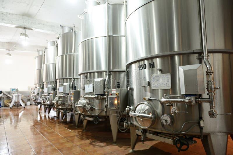 Tini di fermentazione del vino fotografia stock libera da diritti