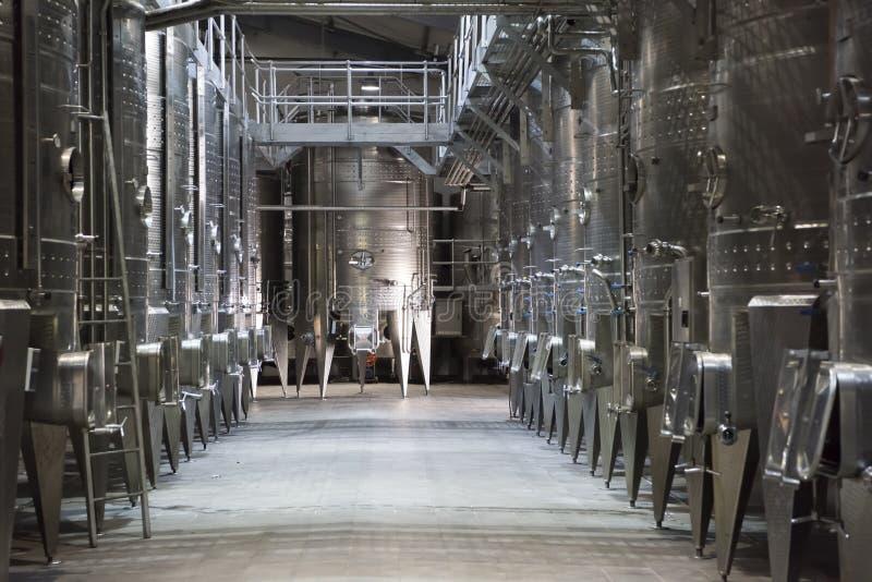 Tini di fermentazione del vino fotografie stock