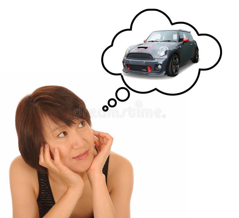 Tinking för kvinna av bilen fotografering för bildbyråer