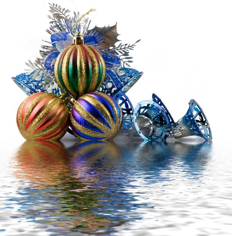 Download Tinsel σφαιρών Χριστουγέννων Στοκ Εικόνες - εικόνα από ένωση, κορδέλλα: 1546174