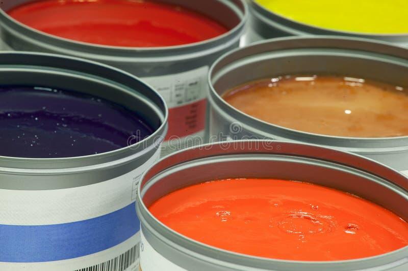Tinta de impressão deslocada, latas da pintura fotografia de stock