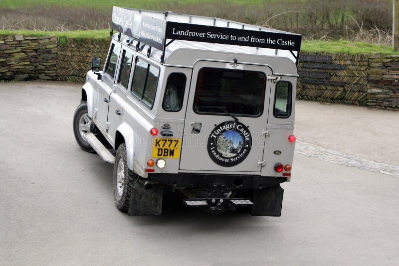 Tintagel, Cornwall, het UK - 10 April 2018: Land Rover aan fer wordt gebruikt die stock afbeelding