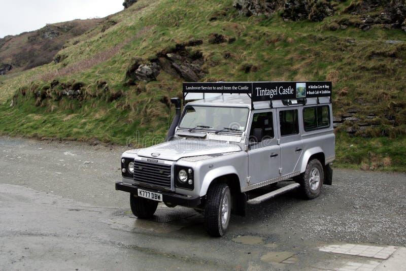 Tintagel, Cornwall, het UK - 10 April 2018: Land Rover aan fer wordt gebruikt die stock afbeeldingen