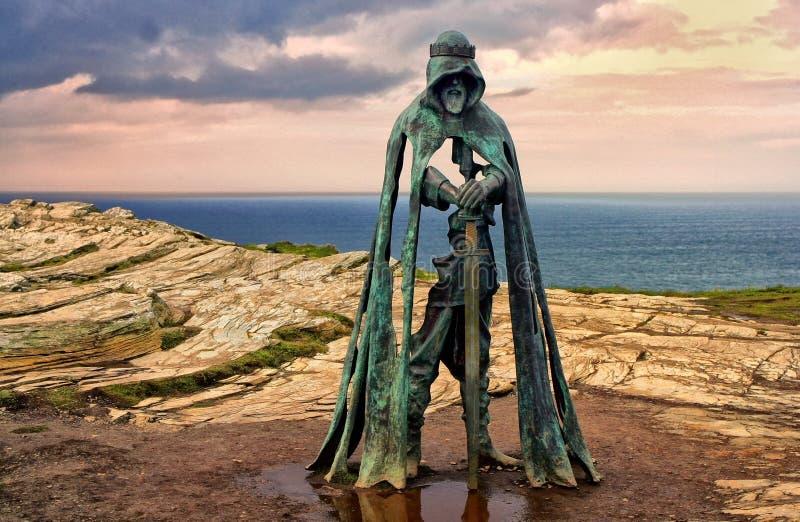 Tintagel, Cornwall, het UK - 10 April 2018: Het standbeeld G van KoningsArthur royalty-vrije stock afbeelding