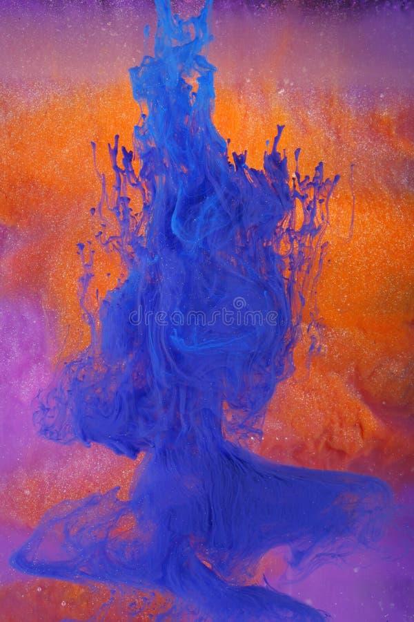 Tinte, die buntes abstra auflöst lizenzfreies stockbild