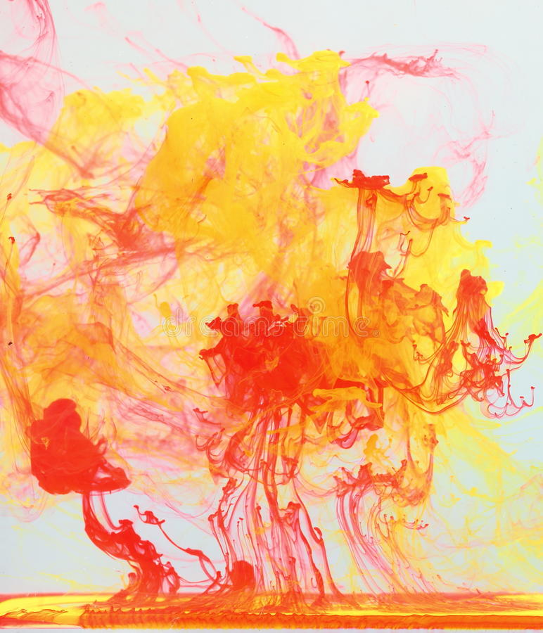 Tinten, die im Wasser verdünnen lizenzfreie stockfotografie