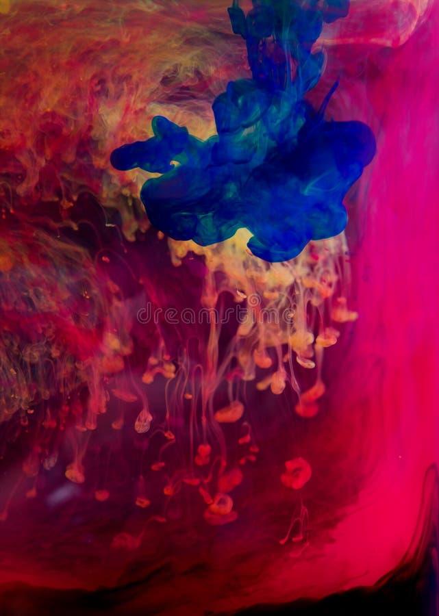 Tinten im Wasser lizenzfreie stockbilder