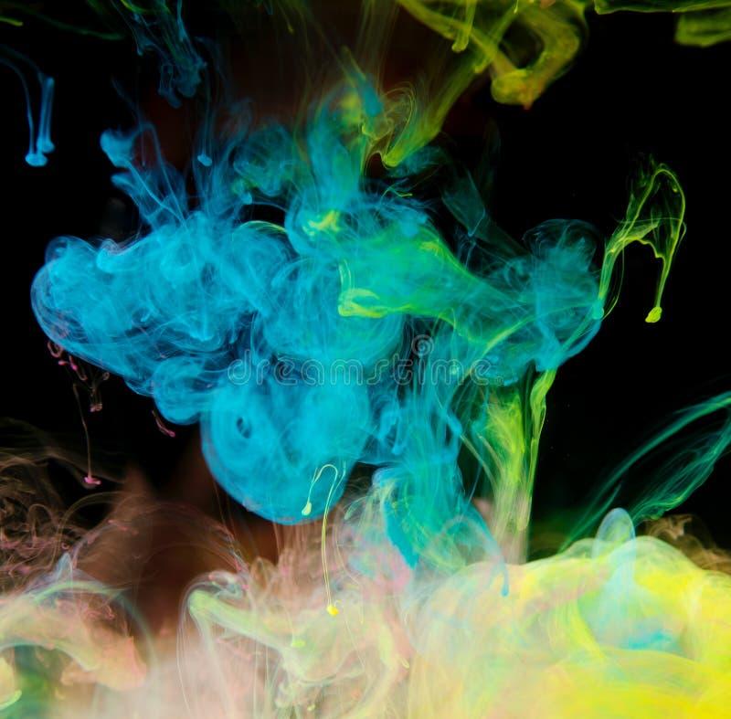 Tinten im Wasser, Farbabstraktion, Farbexplosion stockfotos