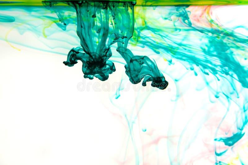 Tinten im Wasser, Farbabstraktion, Farbexplosion lizenzfreie stockbilder