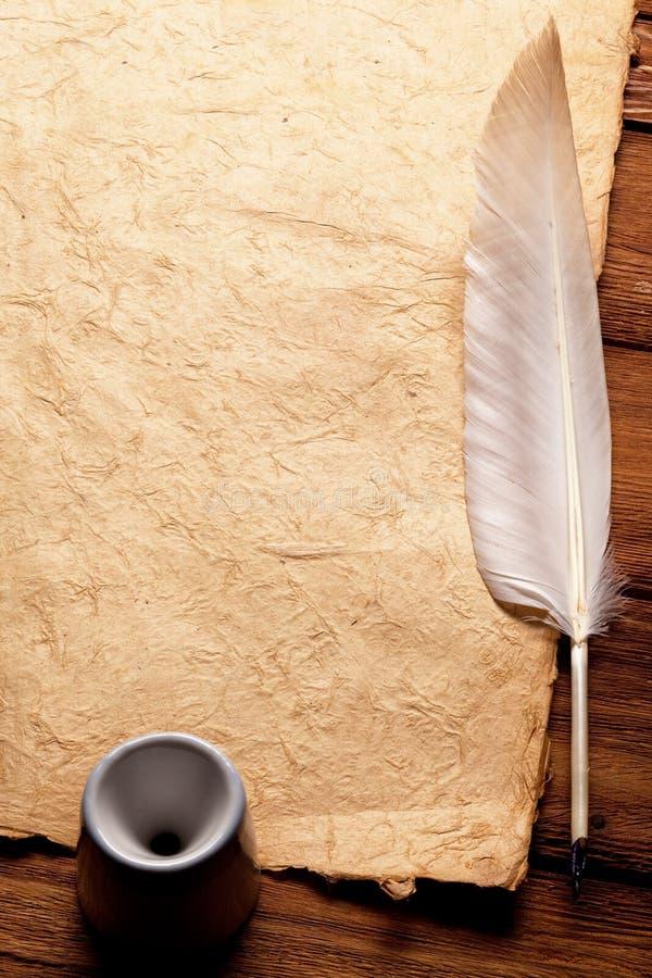 tintenfa und feder auf einem alten papier stockfoto bild von pergament karte 9944876. Black Bedroom Furniture Sets. Home Design Ideas