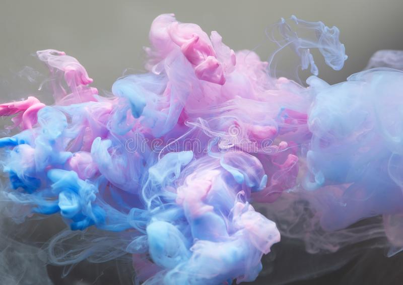 Tintenwolke im Wasser stockbilder