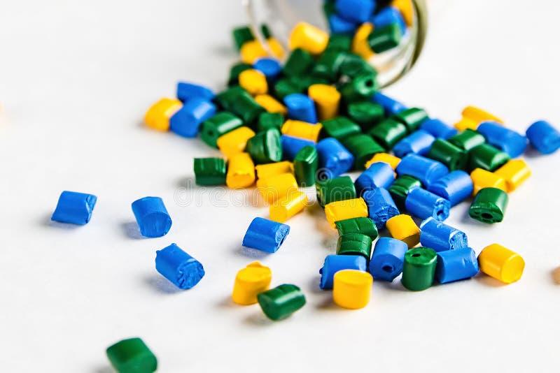 Tintura polimérico pelotas plásticas Substância corante para plásticos Pigmento mim foto de stock royalty free