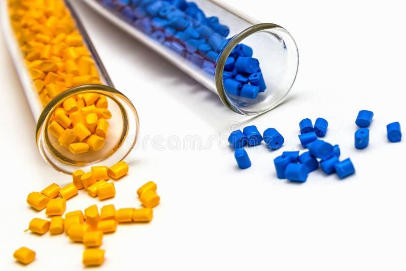 Tintura polimerica Colorante per i granelli palline di plastica fotografia stock libera da diritti