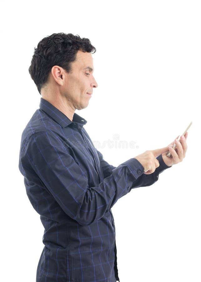 Tipi dell'uomo di profilo sul telefono cellulare La persona è durare blu scuro immagine stock