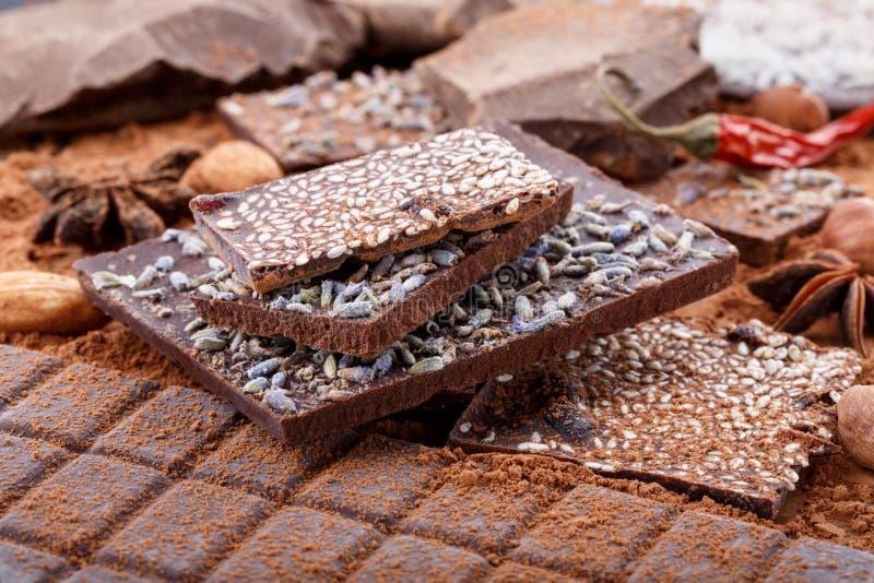 Tipi differenti di barre di cioccolato Cioccolato organico dell'artigiano fotografie stock libere da diritti