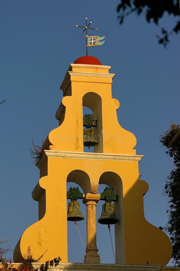Tipic klockatorn av kyrkan av kloster av oskulden Mary i Paleokastritsa, Korfu fotografering för bildbyråer